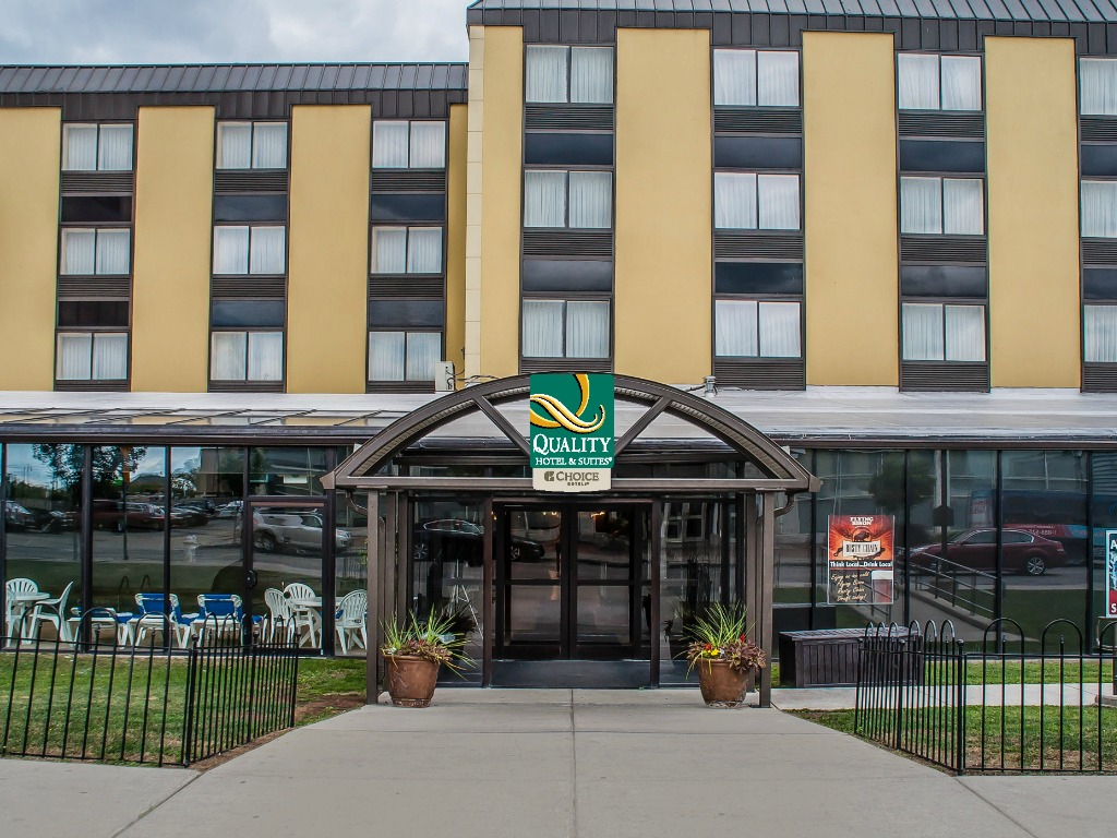 "Quality Hotel & Suites ""At the Falls"""